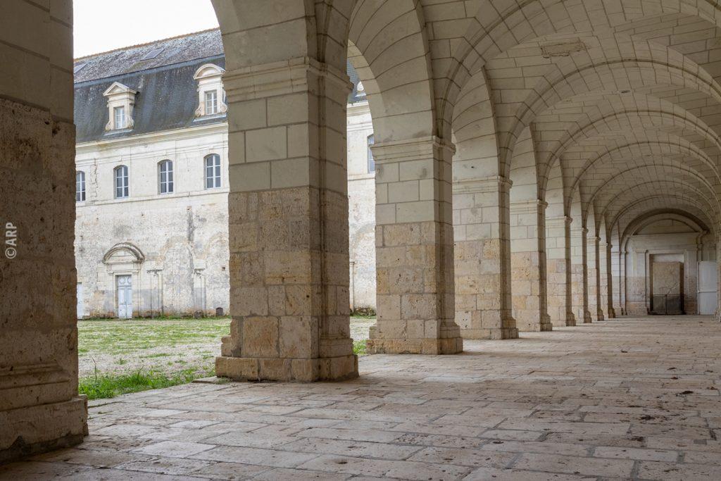 Le cloître de l'abbaye de Pontlevoy. Photo ARP